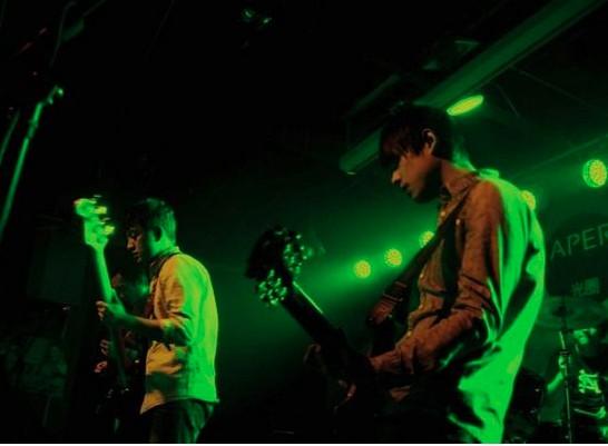 琥珀乐队现场演出图片
