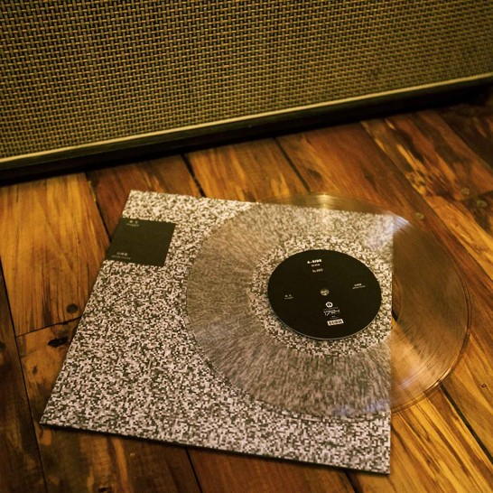 麻瓜乐队黑胶唱片《白噪音》实物照片。摄影:口袋少年